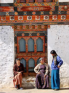 frauen klosterburg dzong bhutan