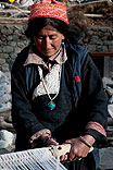 ladakhi frau handwerk indien