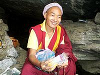 lama moench zeremonie heilige hoehle tashiding sikkim india
