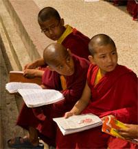 moenche studenten kloster rumtek sikkim indien